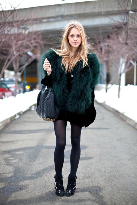 streetstyle-faux-fur-gilet-pixie-boots
